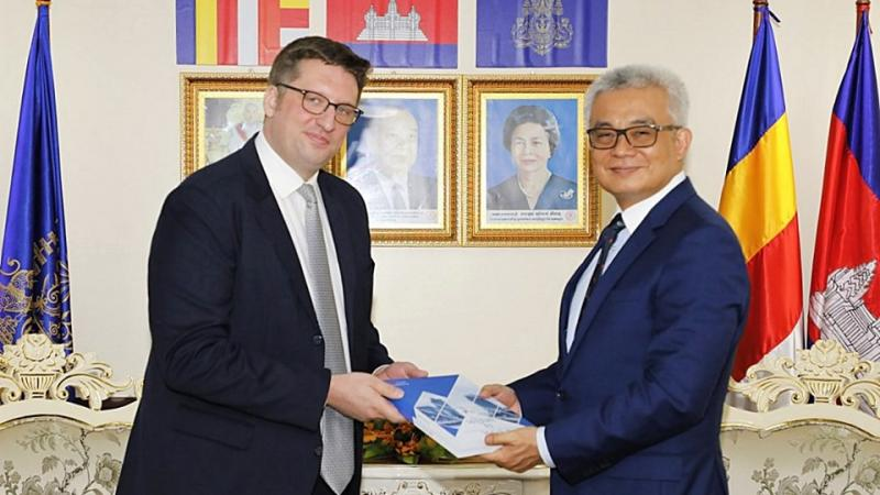 EuroCham presents the newly released White Book 2019 to His Excellency Akka Pundit Sapheacha Aun Pornmoniroth, Deputy Prime Minister and Minister of Economy and Finance